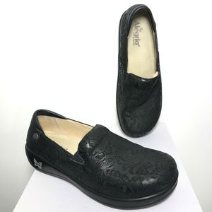 Alegria Kel-431 Clogs Shoes Embossed Paisley Black